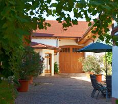 Innenhof im Weingut Pitthan in Zotzenheim